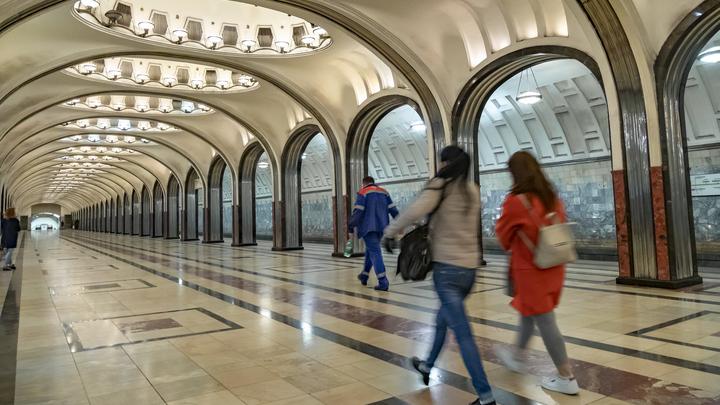 Это новое чудо света!: Иностранцам показали 244 станции московского метро за три минуты