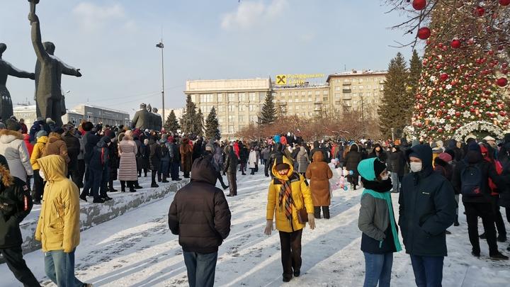 Мороз, суббота, заняться больше нечем: Как в Новосибирске прошла акция в поддержку Навального