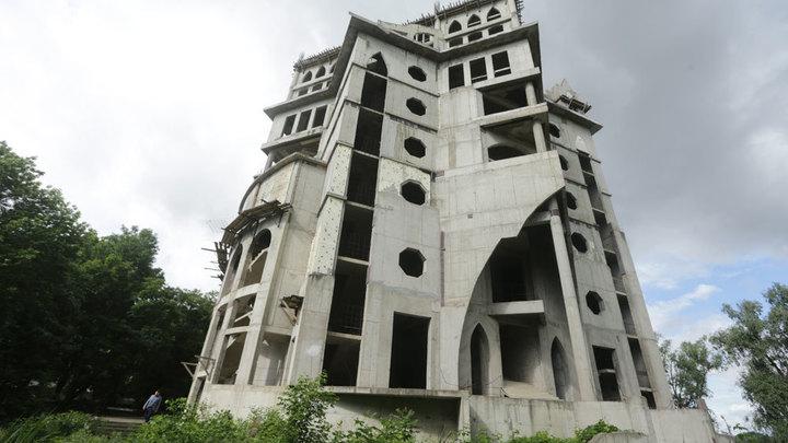 Недостроенный замок на Затоне перешел в муниципальную собственность