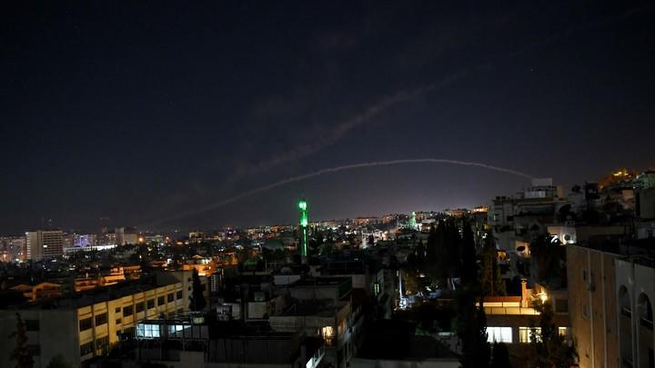 Агентство SANA заявило, что ракетный удар поСирии нанёс Израиль сосвоей территории награнице сЛиваном