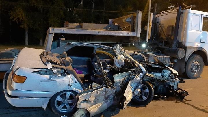 Водитель погиб в ночном ДТП на улице Станционной в Новосибирске