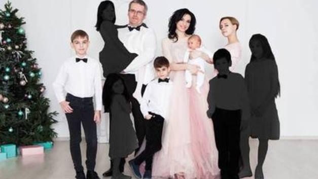 Приемные родители ударили трогательным флешмобом по инициативе Минпросвещения