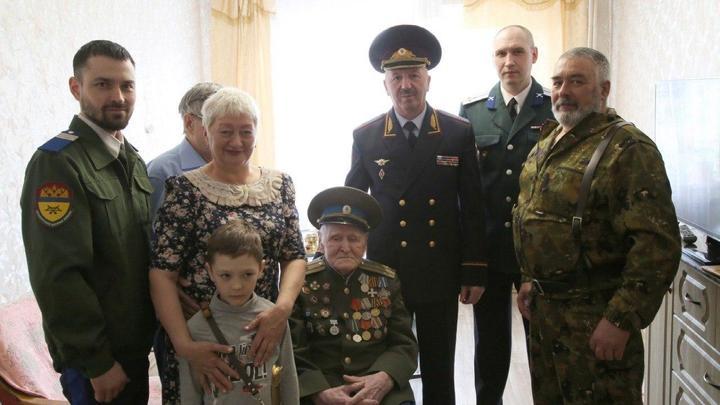 Спортсмен, пчеловод, почётный казак: Ветеран ВОВ на Урале отметил 105-летие