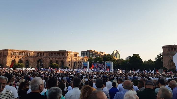 На митинге в поддержку Кочаряна глушат интернет