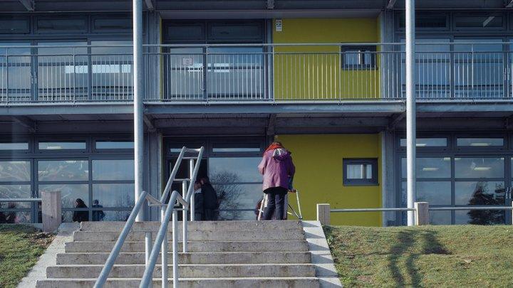 Британскую ученицу не пустили в школу из-за слишком большого размера