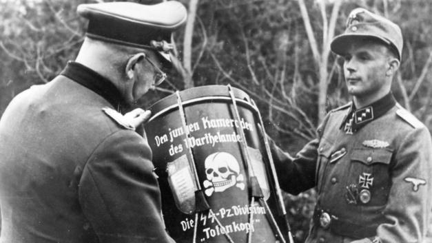 На Украине вышиванку вытесняет форма СС Галичина, а шевроны ВСУ — СС Мертвая голова - соцсети реагируют на оправдания украинского десантника