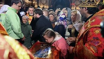 В очереди к мощам святителя Николая в Петербурге задержали воровку