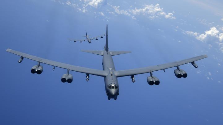 Российские истребители прогнали прочь от границы наглый американский бомбардировщик - видео