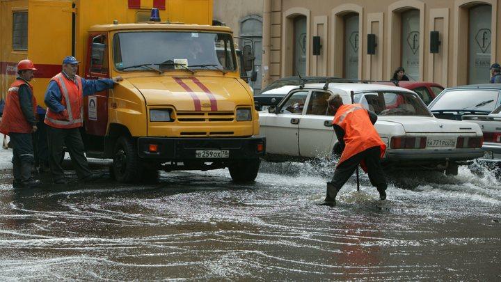 Порыв на водопроводной трубе стал причиной потопа на улицах Самары