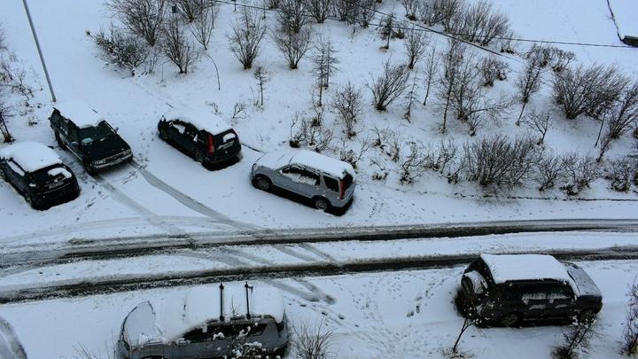 Жители Мурманска делятся фотографиями летнего снегопада