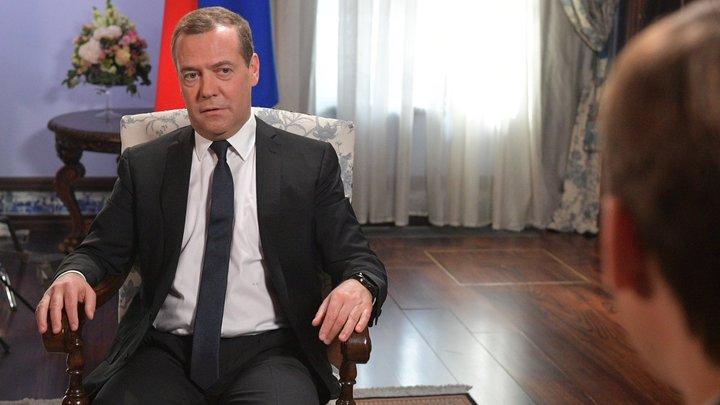 Медведев против чёткого определения неполного рабочего дня. Хотя до этого предложил четырёхдневку