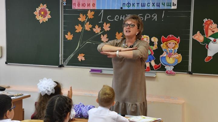 Учителя Ленобласти получат по 200 тысяч. Но не все