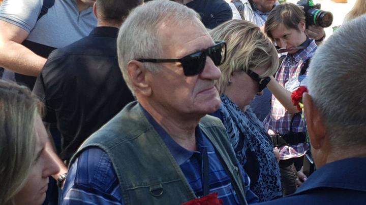 Дедушка убитого спецназовца ГРУ на похоронах: Внук решил сам пойти по моим стопам