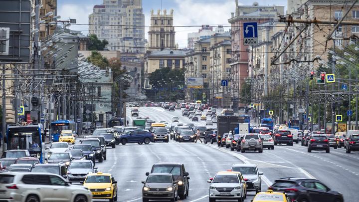 Такси, каршеринг или личное авто? Эксперты назвали самый выгодный способ перемещения по Москве