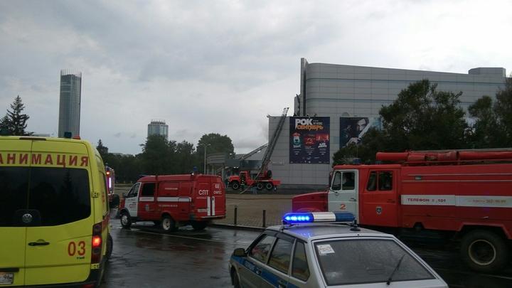 В центре Нижнего Новгорода сгорели два автомобиля