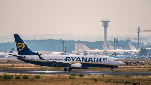 Пьяные пассажиры спровоцировали масштабное побоище на борту самолета Ryanair