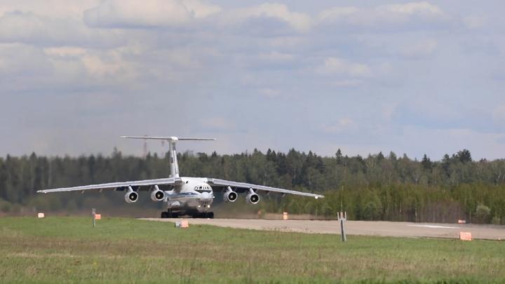 Сейчас самолёт сломаете: Авиадебошир устроил драку по пути в Москву