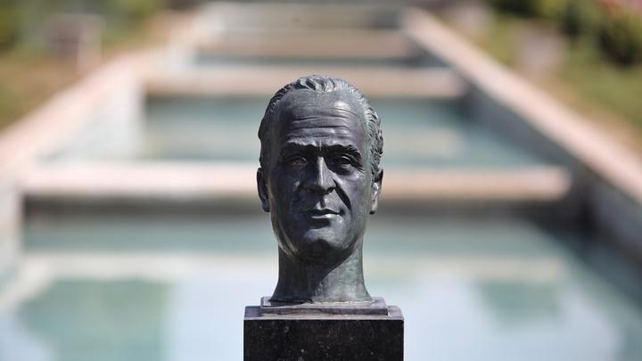 Улетел и не обещал вернуться: Бывший король Испании эмигрировал за океан после скандала