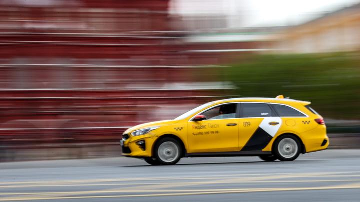 17-летняя пассажирка пострадала в ДТП с такси в Екатеринбурге