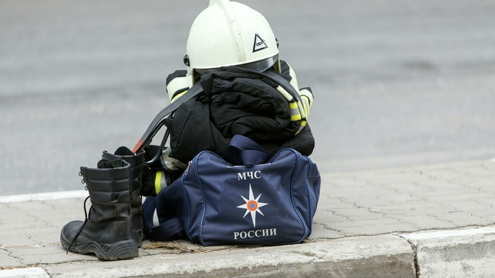 Дело за малым: Пожарные локализовали пожар в Сочи, несмотря на сильный ветер