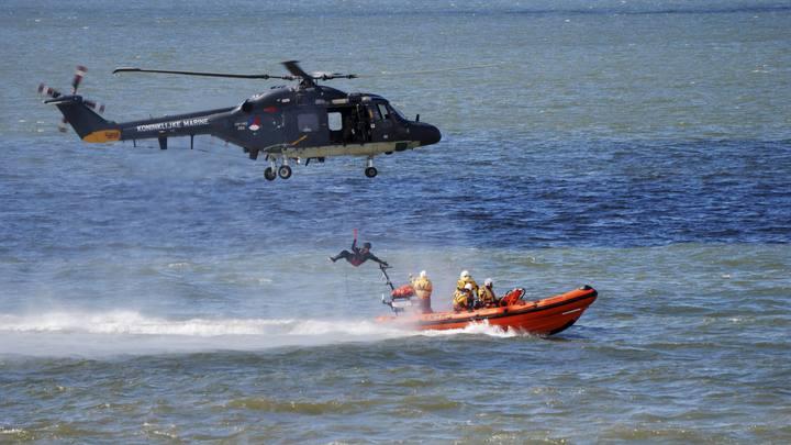 Живы: Спасатели обнаружили двух летчиков с рухнувшего в море японского истребителя