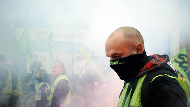 Около 200 человек было задержано в ходе первомайских беспорядков в Париже