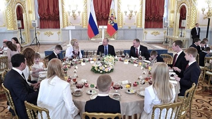 Стало известно, кому Путин вручит орден «Родительская слава»
