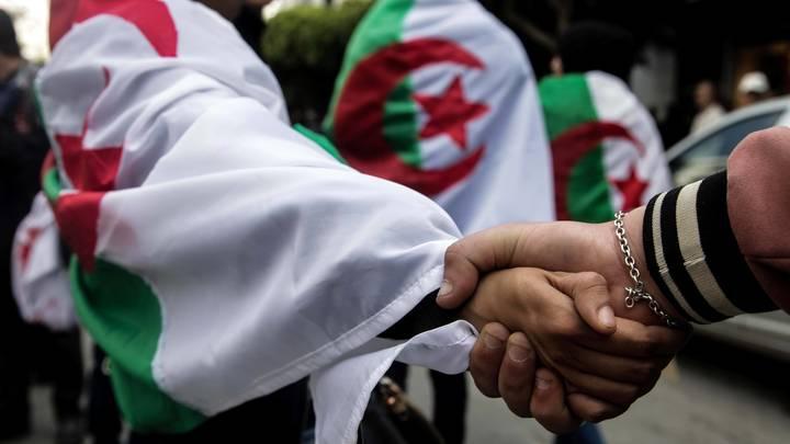 Не нашлось ни одного кандидата: В Алжире пришлось официально отложить президентские выборы
