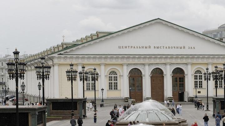 Рождественская сказка и тропические водопады: В центре Москвы целый месяц будут крутить световое шоу