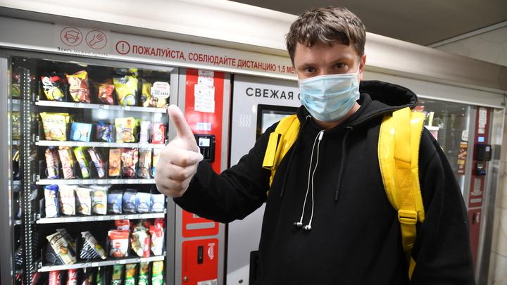 Более бессмысленного действия не вижу: Мясников разоблачил бесполезность перчаток при пандемии