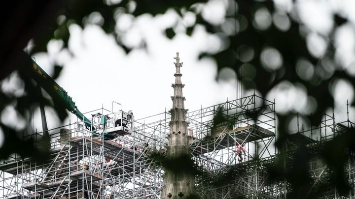 Сами по себе вековые соборы не горят: Как Франция расплачивается за политику открытых дверей