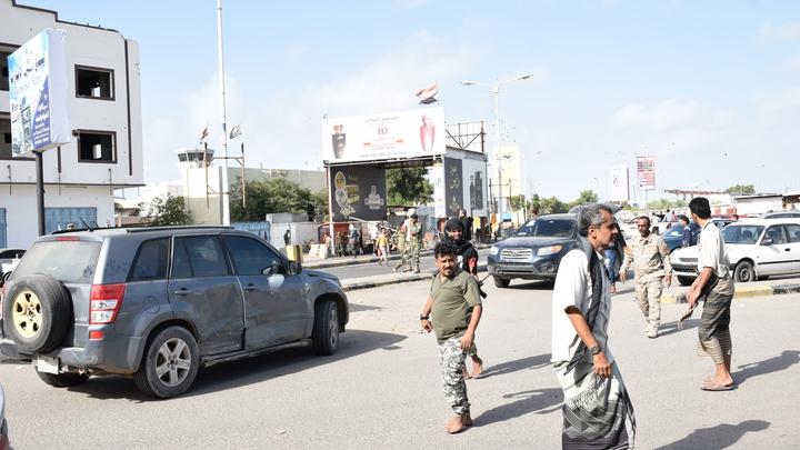 После ракетного удара по министрам в Адене взрывы произошли и у здания правительства