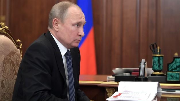Путин поручил правительству до 15 августа разработать меры по росту зарплат бюджетников