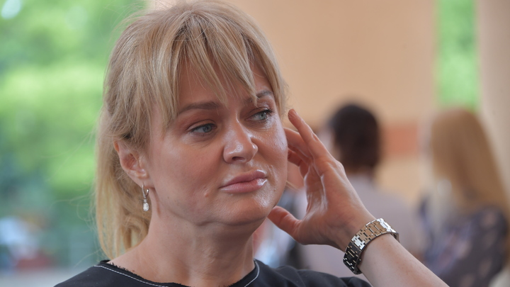 Дочка Михалкова о смеховой истерике в ресторане: Я хохотала, вытирая слёзы, одна за столиком