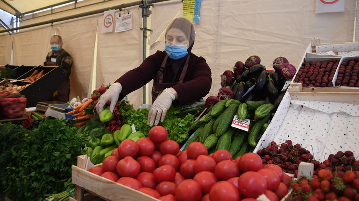 Можно есть всё, но...: Врач рассказал, что будет, если есть огурцы с помидорами
