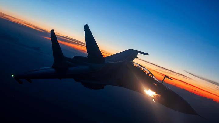Русские Су-35С отвадили приблизившийся к границам бомбардировщик ВВС США