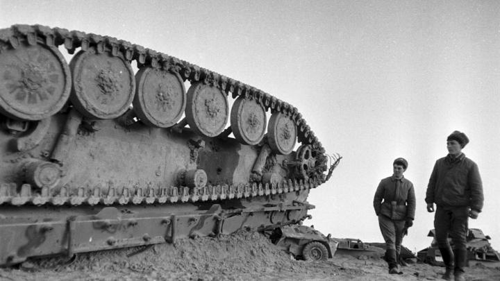 18-летние танкисты пытались выжить: Поисковики нашли на границе с Украиной советский танк и останки экипажа