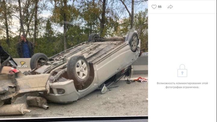 Авария с фурой и двумя машинами на Мочищенском шоссе стала причиной большой пробки