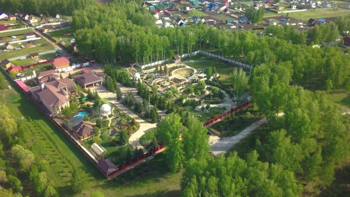 Под Новосибирском продают гигантскую усадьбу за 350 млн рублей