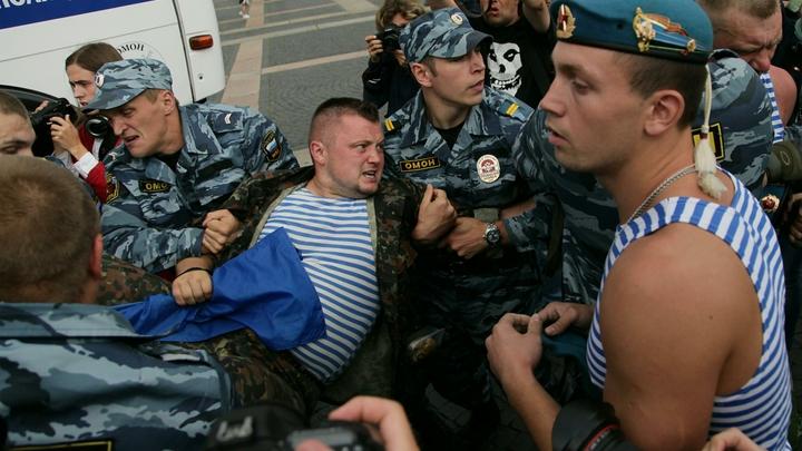 Расплескалась синева...: Петербург готовится встретить День ВДВ - без фонтанов, но с полицией