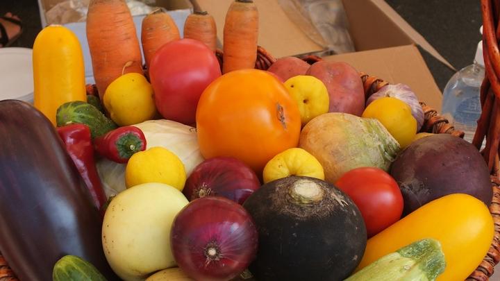 Мало, недоедают: Специалисты выяснили, какой еды не хватает на столах жителей страны