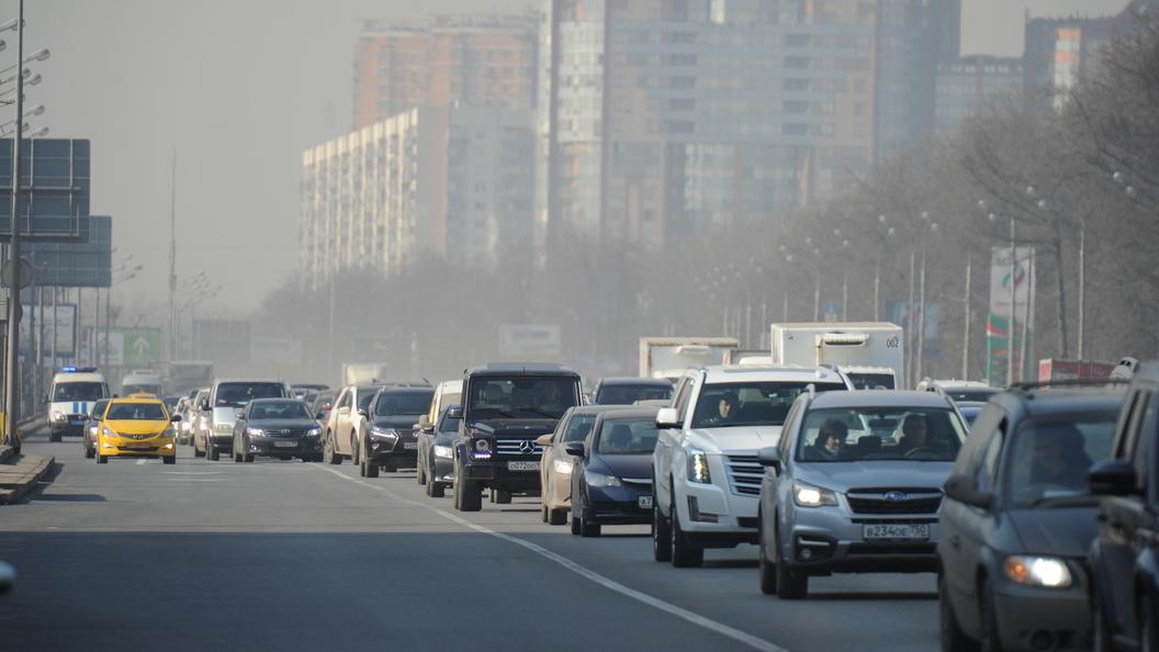 В Санкт-Петербурге скорость автомобильного потока упала до 2 км/час
