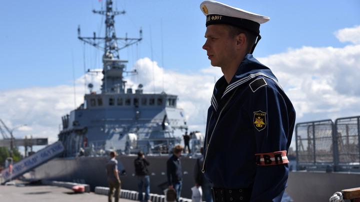 На борт ледокола Илья Муромец в море переданы почти 300 навигационных карт