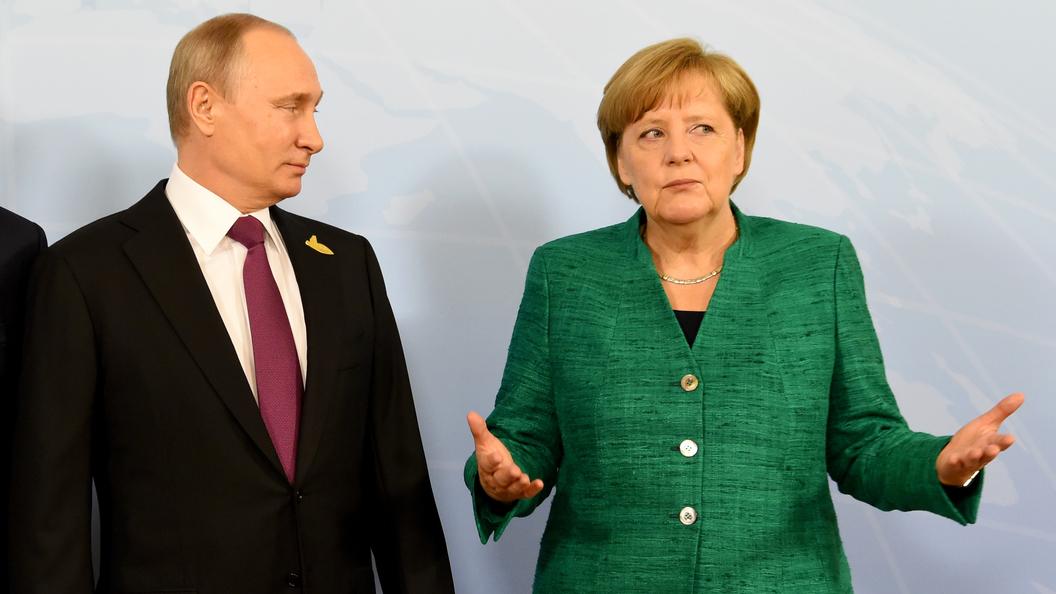 «Не предоставляли работать»: Путин разъяснил Меркель вывод русских офицеров изСЦКК