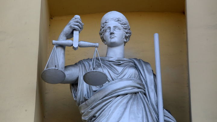 Без обвиняемого, без адвоката: Киевский суд вынес решение по Медведчуку за 10 минут