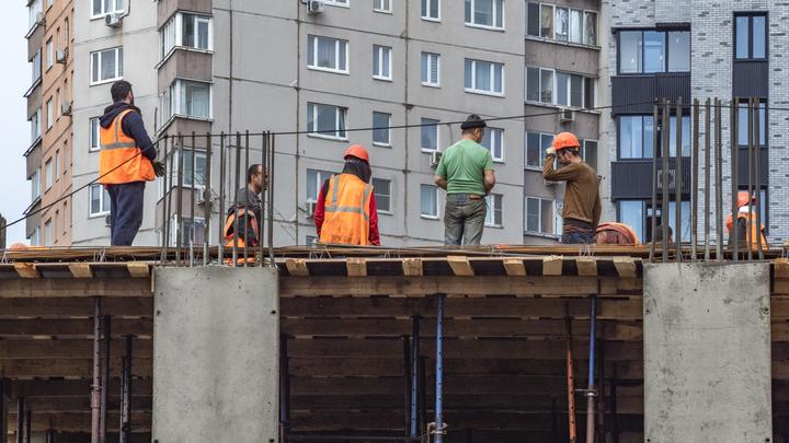 Застройщик передвинул историческое здание ради нового ЖК: В сторону откатили башню XIX века