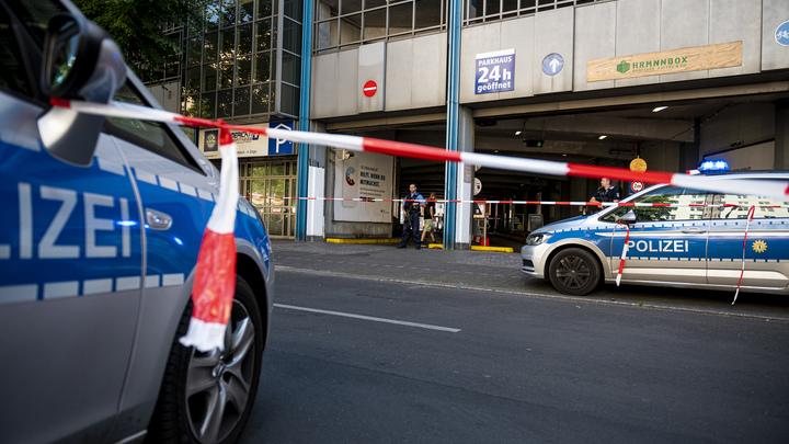 Ограбление банка? Вооружённые люди атаковали торговый центр в Берлине, есть пострадавшие