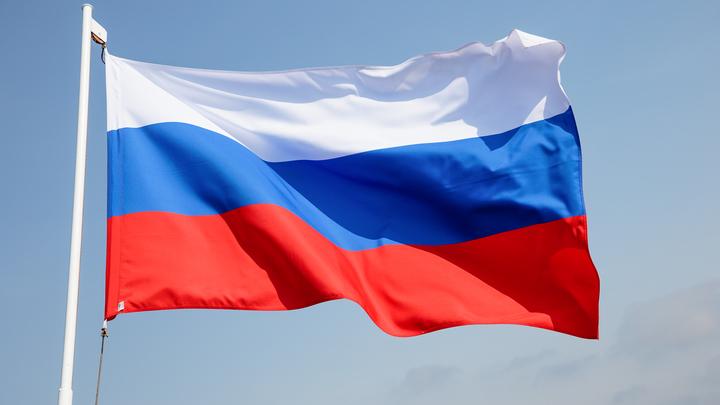 В честь Дня России в Ростове развернут 50-метровый государственный флаг