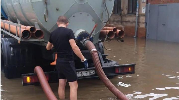 Люди выбрасывают в канализацию влажные салфетки: Стало известно, почему Московский постоянно топит