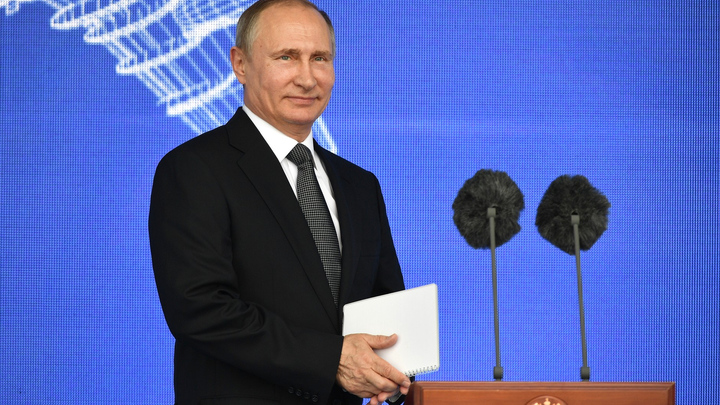 Путин позвал иностранных лидеров полюбоваться военно-морским парадом в Петербурге